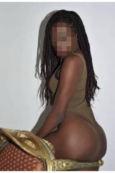 chunky ebony escort shows her butt