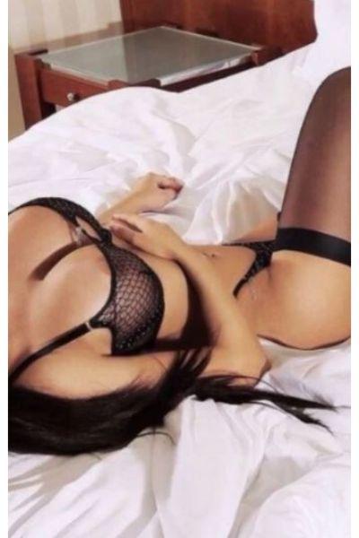 busty lady in black bra