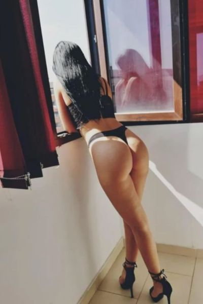 escort with great ass spies out of her apartment window