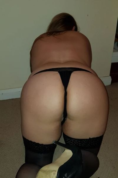 girl on her hands and knees showing her big ass