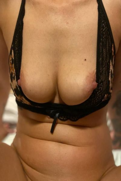 escort with wall eyed nipples